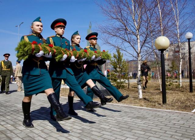 9 мая в Сургутском районе почтили память павших и поздравили ветеранов с Днём Победы